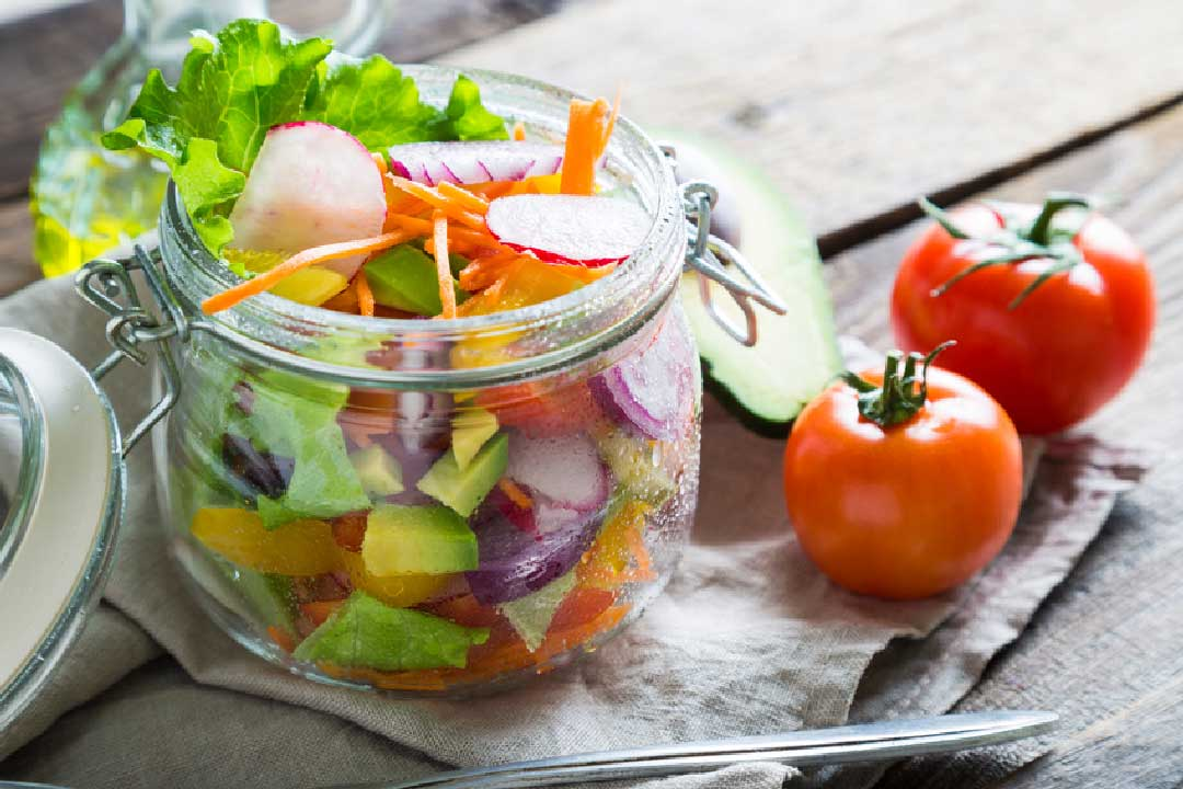 ein salat to go eine frische gesunde mahlzeit f rs b ro unterwegs von sidco. Black Bedroom Furniture Sets. Home Design Ideas